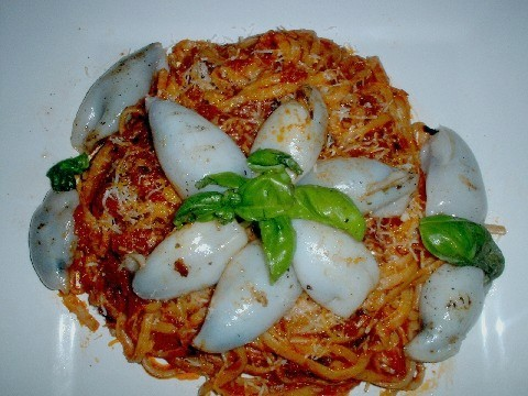 Linguine with stuffed squid