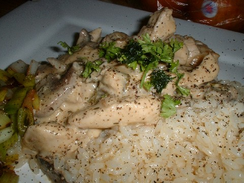 Chicken with cream and white wine sauce
